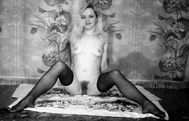 Ретро снимки блондинки из СССР с волосатой писей 26 фото