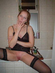 Шальная баба в чулках мастурбирует секиль
