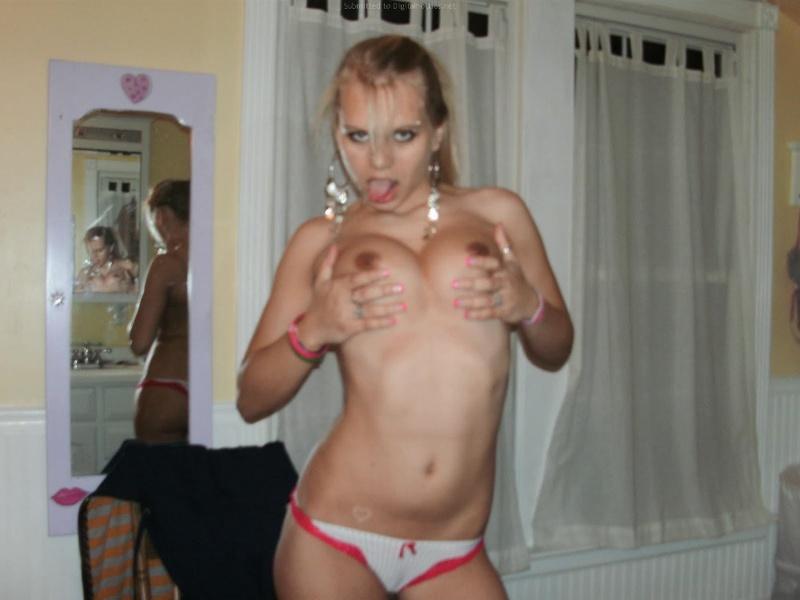 Стриптиз молодой блондинки перед бойфрендом 19 фото
