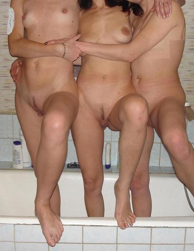 Дерзкие девки занимаются групповым сексом и сосут 17 фото