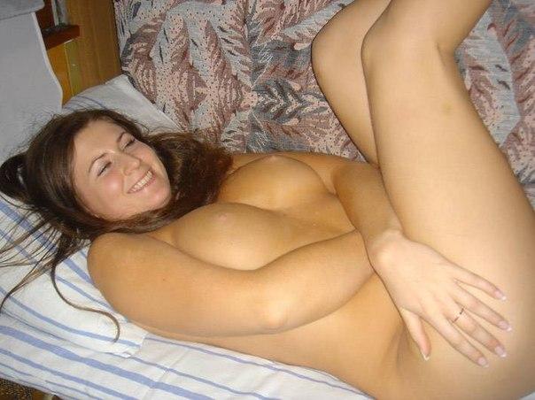 Русские жены позирую голым в домашней обстановке 15 фото