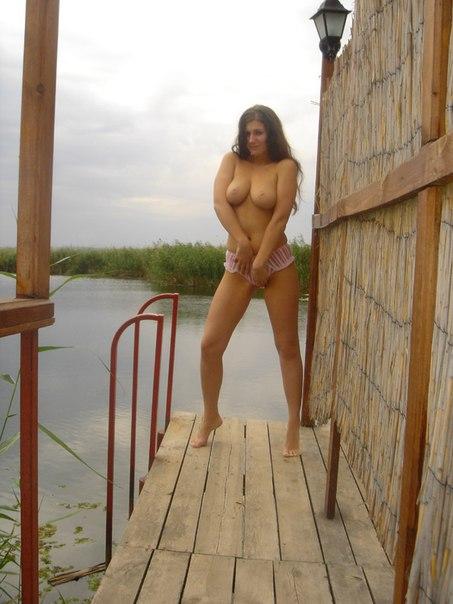 Русские жены позирую голым в домашней обстановке 34 фото