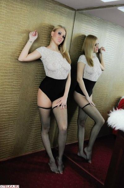 Большегрудые итальянки за 35 оголяются перед камерой 27 фото