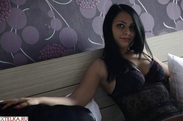 Большегрудые итальянки за 35 оголяются перед камерой 21 фото
