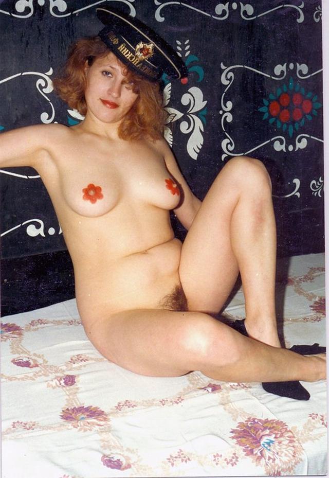 Домохозяйки с волосатыми кисками раздвигают ноги 2 фото