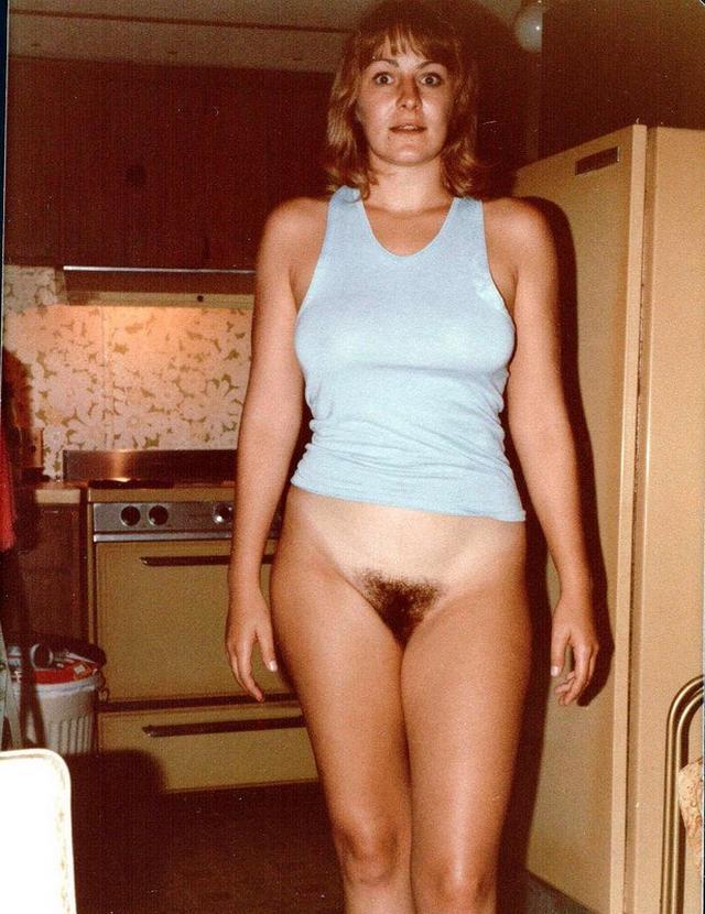 Домохозяйки с волосатыми кисками раздвигают ноги 4 фото