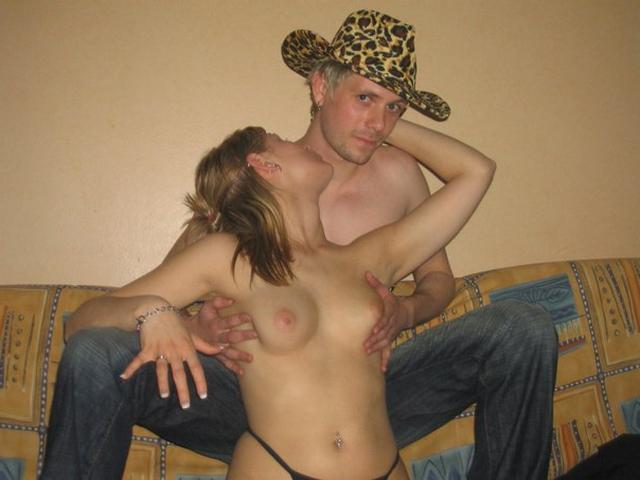 Дерзкая баба любит сниматься в эротических соло и трахаться в группе 30 фото