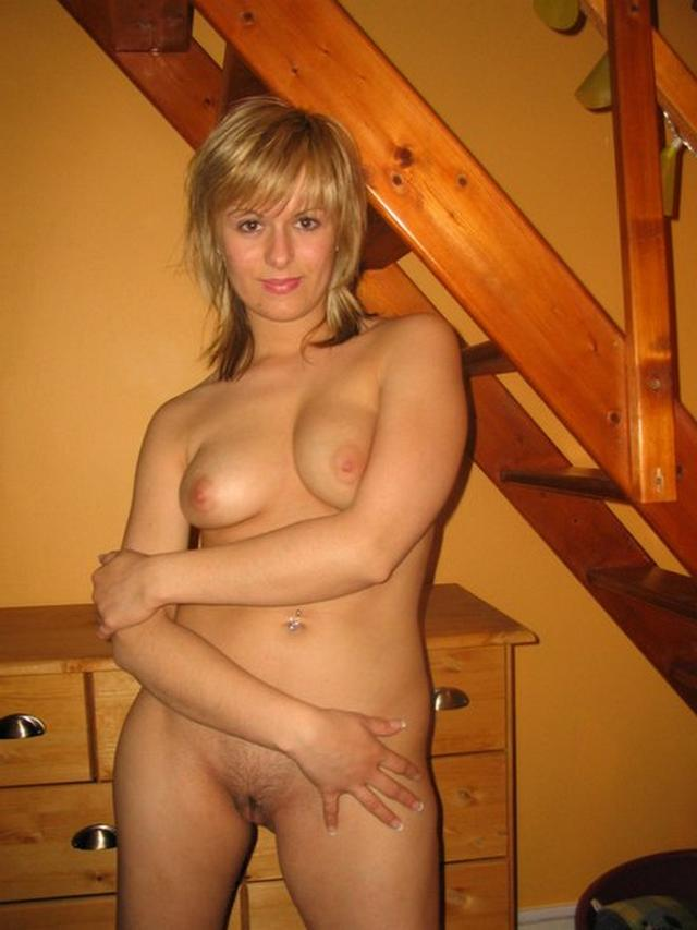 Дерзкая баба любит сниматься в эротических соло и трахаться в группе 29 фото