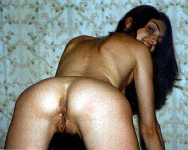 Пошлые славянки показывают свой зад 6 фото