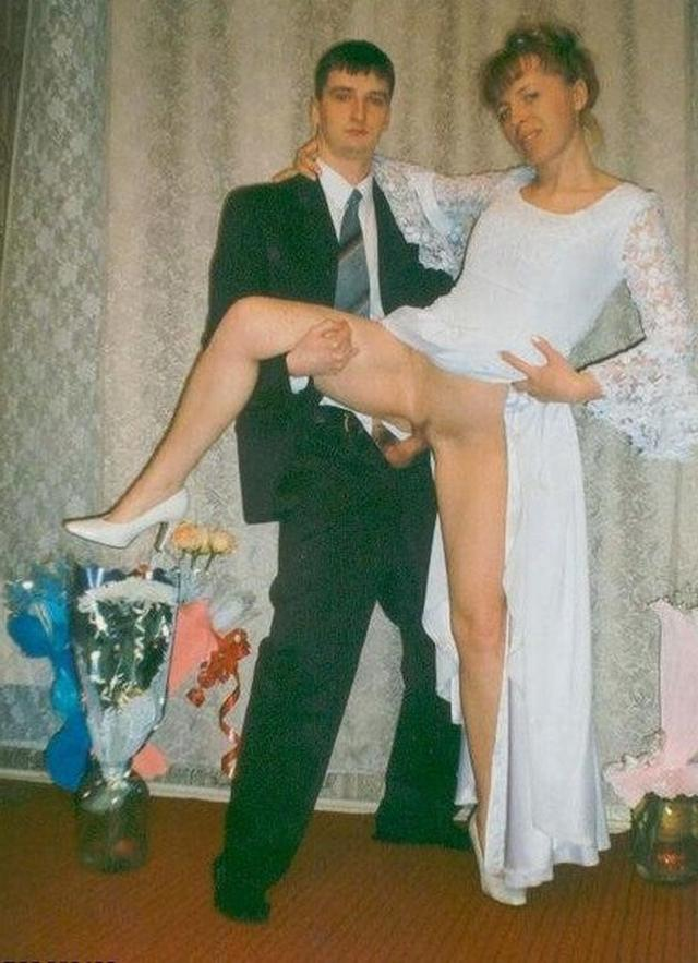 Сексуальные мамы в чулках показывают голые киски 8 фото
