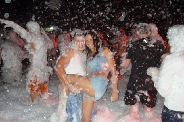 В сеть случайно попали подробности медового месяца молодоженов 8 фото