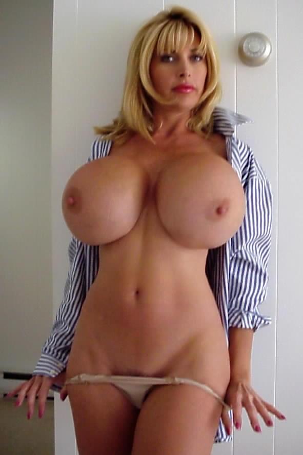 Сексапильные бабы с огромными дойками 5 фото
