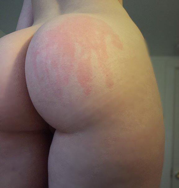 Девки стянули штаны и хвастаются пышными задницами 2 фото