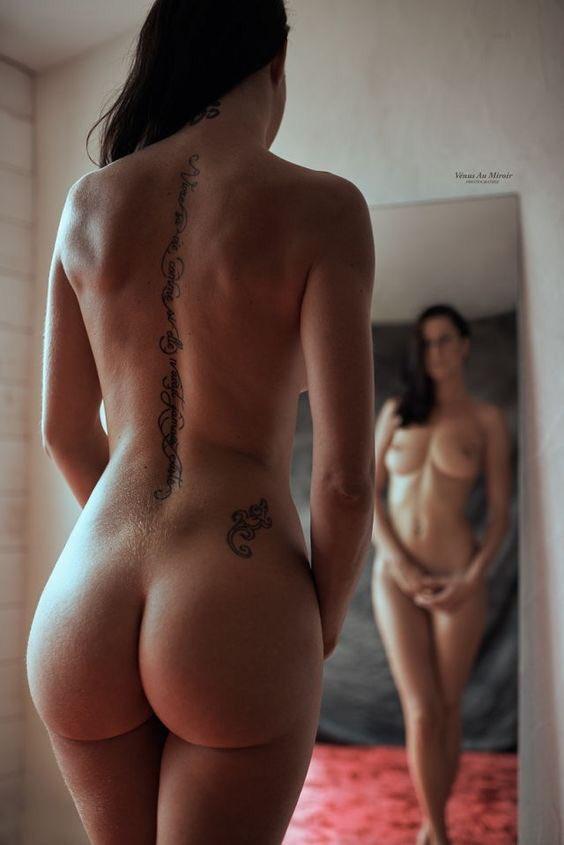 Девки стянули штаны и хвастаются пышными задницами 13 фото