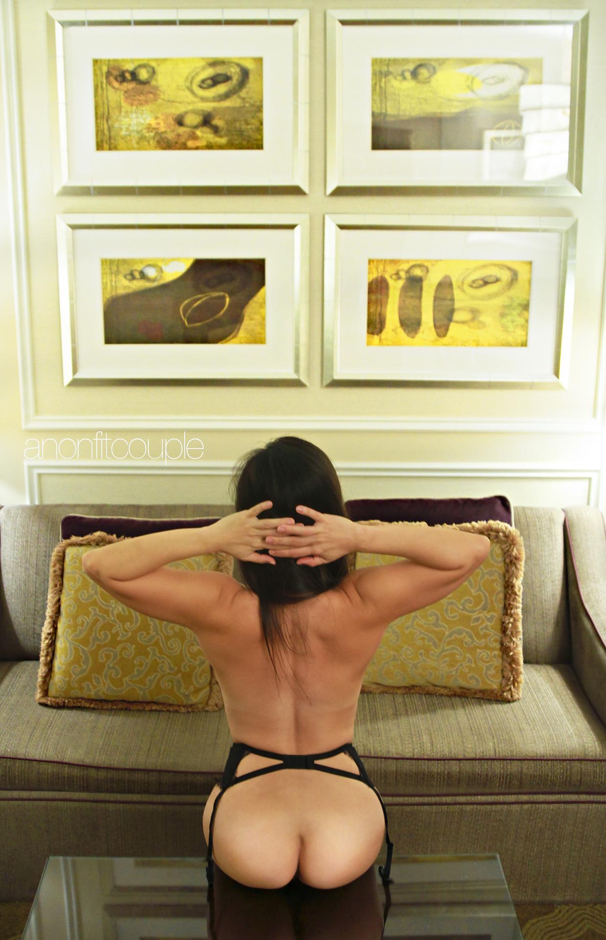Оголенные сучки с анальной пробкой в жопах 8 фото