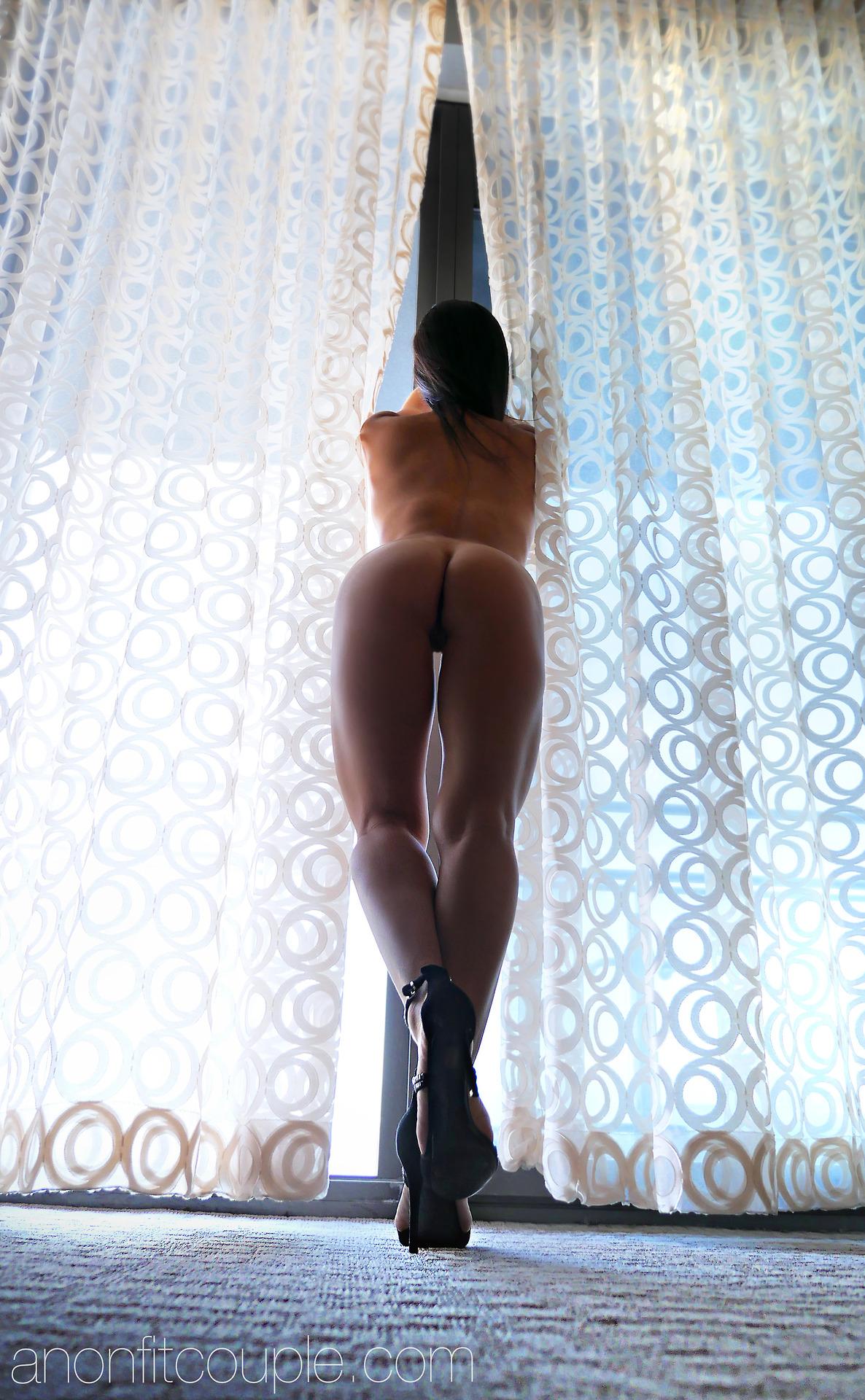 Оголенные сучки с анальной пробкой в жопах 14 фото
