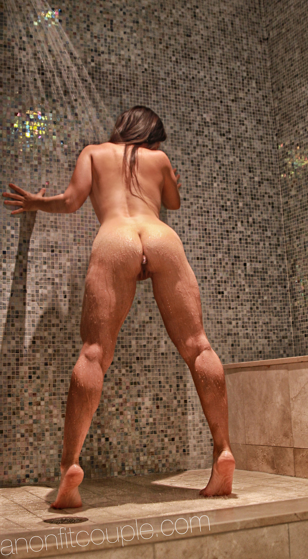 Оголенные сучки с анальной пробкой в жопах 16 фото