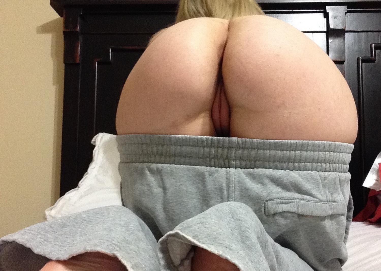 Грудастая мамаша засветила киску и засунула в нее секс игрушку 9 фото