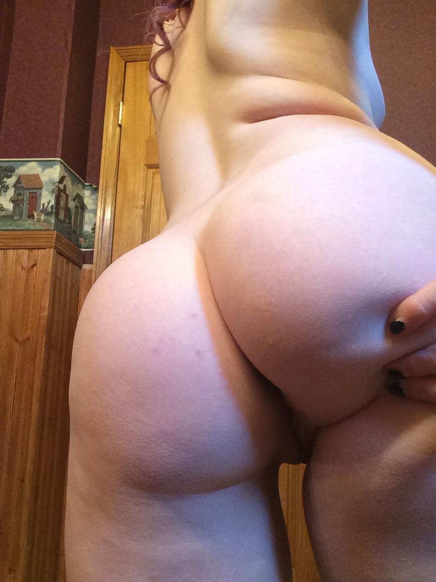 Телки расставили ноги и крупным планом показали вагины 3 фото
