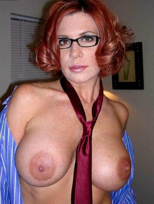 Рыжие девки выставили упругие дойки и волосатых щелки 12 фото