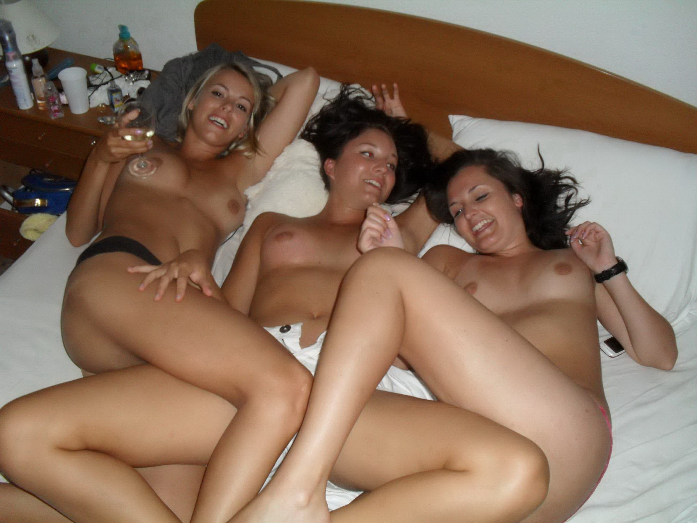 Лесбиянки избавились от вещей и приступили к куни 8 фото