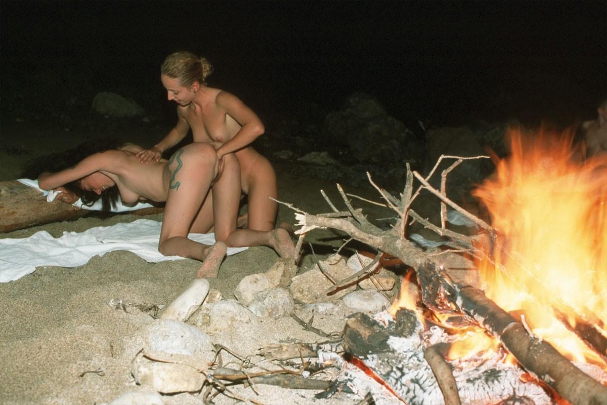 Лесбиянки избавились от вещей и приступили к куни 14 фото