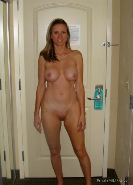 Роскошные мамашы выставляют большие сиськи 6 фото