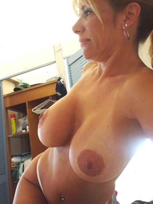 Роскошные мамашы выставляют большие сиськи 10 фото