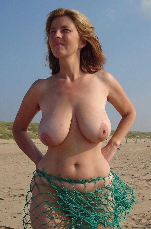Роскошные мамашы выставляют большие сиськи 12 фото
