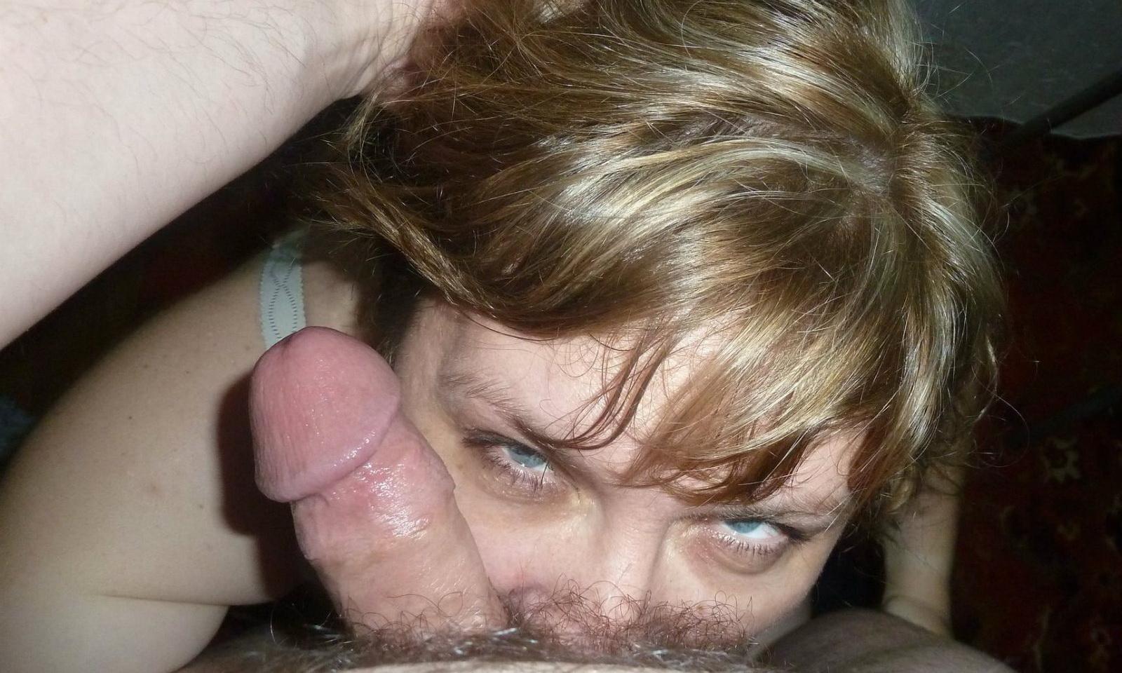 Умелые сучки ласкают пенисы любовников нежными устами 15 фото