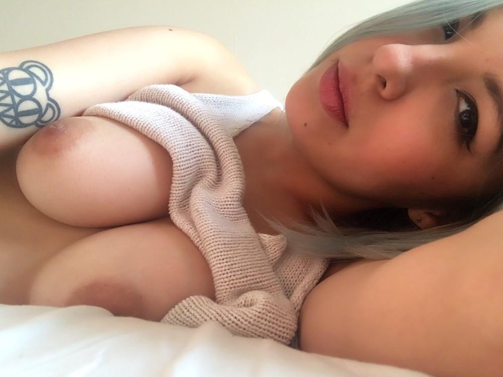 Обнаженка и анальный секс с жопастой блогершей 9 фото