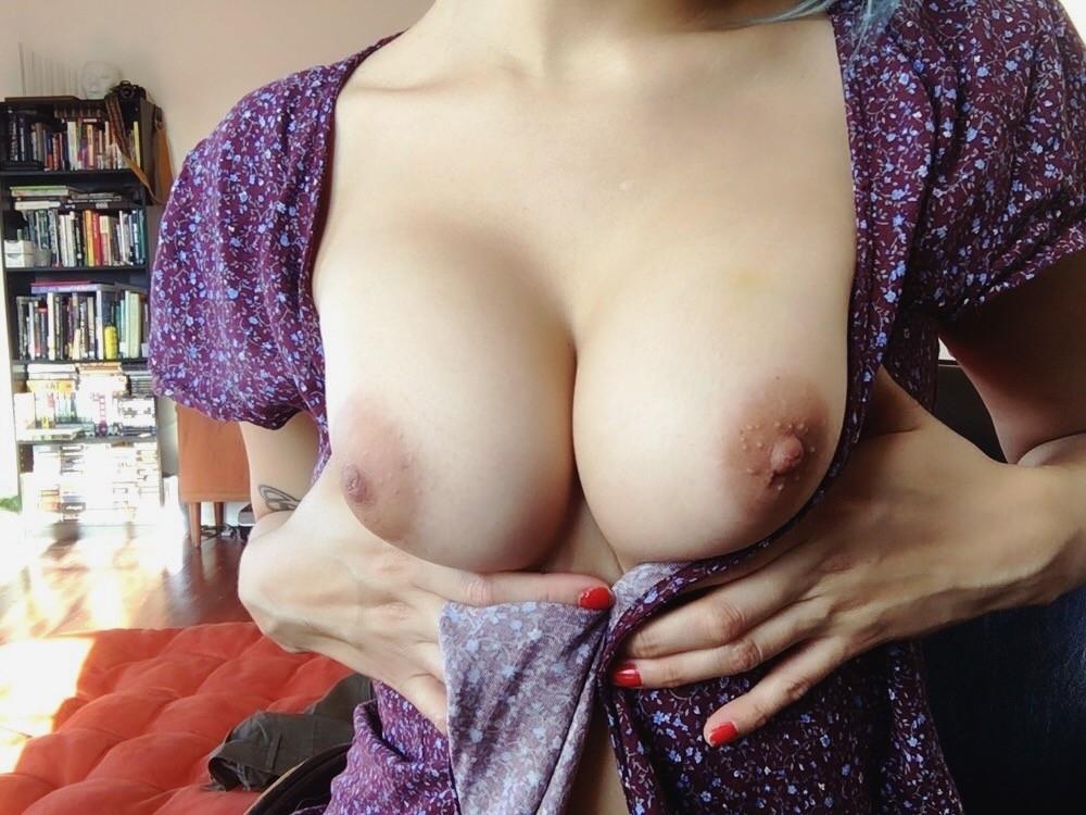 Обнаженка и анальный секс с жопастой блогершей 6 фото