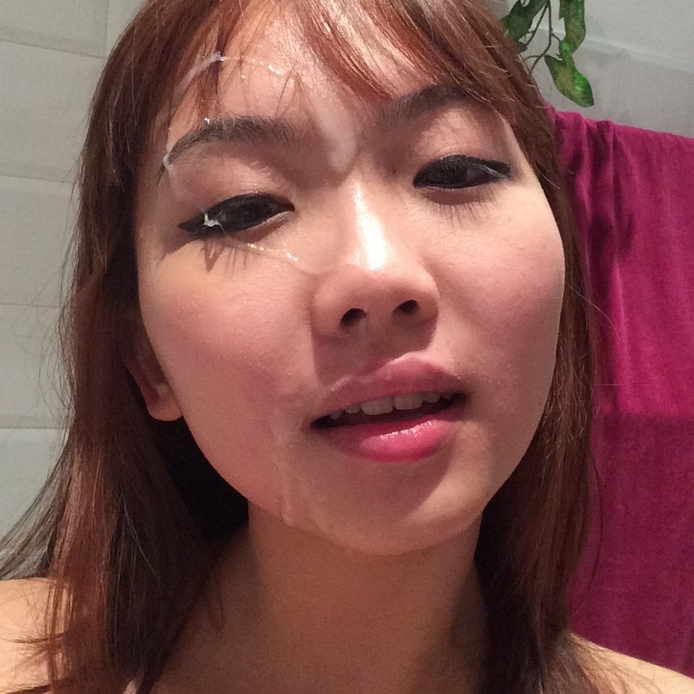 Эротические селфи милой кореянки в квартире 13 фото