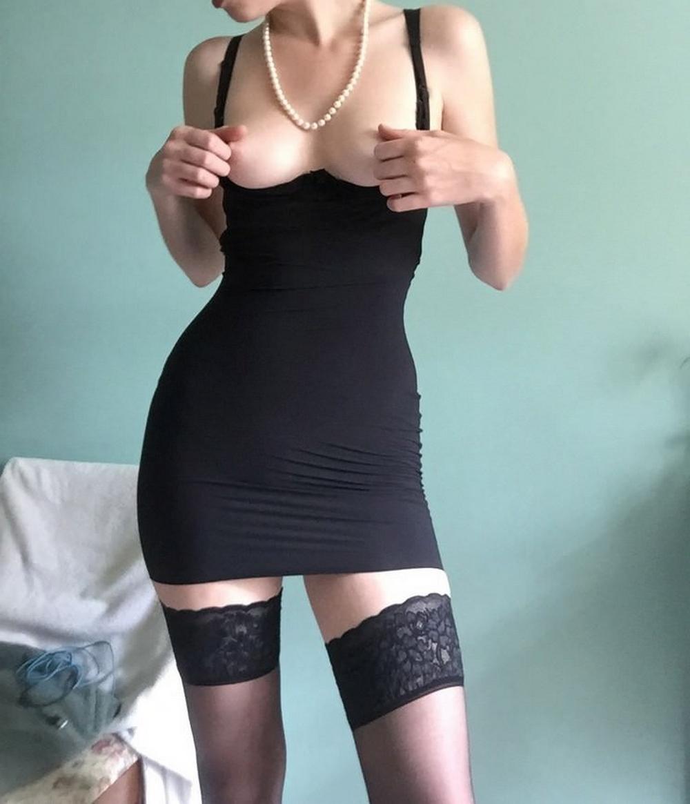 Подборка стройных девушек в черных чулках 14 фото