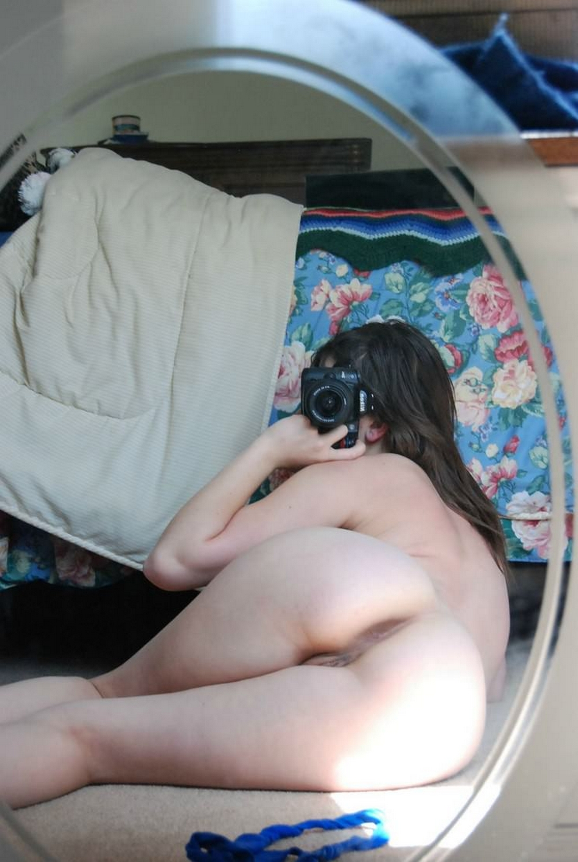 Студентка сняла нижнее белье и приласкала мокрую писю 14 фото