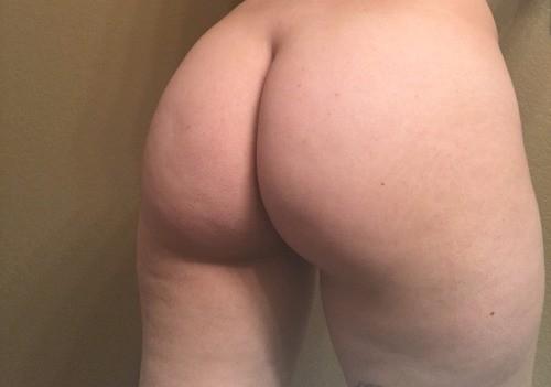 Мясистые задницы полненьких девушек крупным планом 15 фото