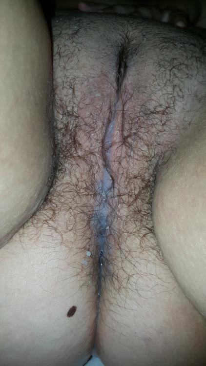 Сперма вытекает из вагин беременных женщин 2 фото