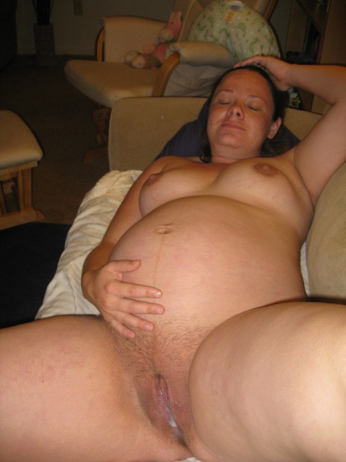 Сперма вытекает из вагин беременных женщин 18 фото