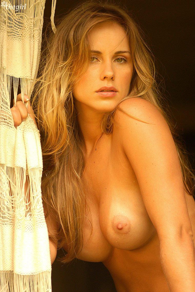 Красивая эротика с молодыми эро-моделями 9 фото