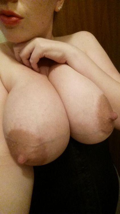 Беременные мамы позируют с большими животами 2 фото
