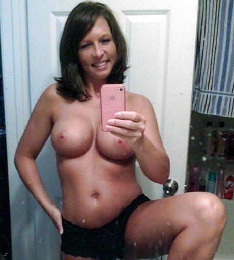 Одинокие мамы возбуждают большими грудями 7 фото