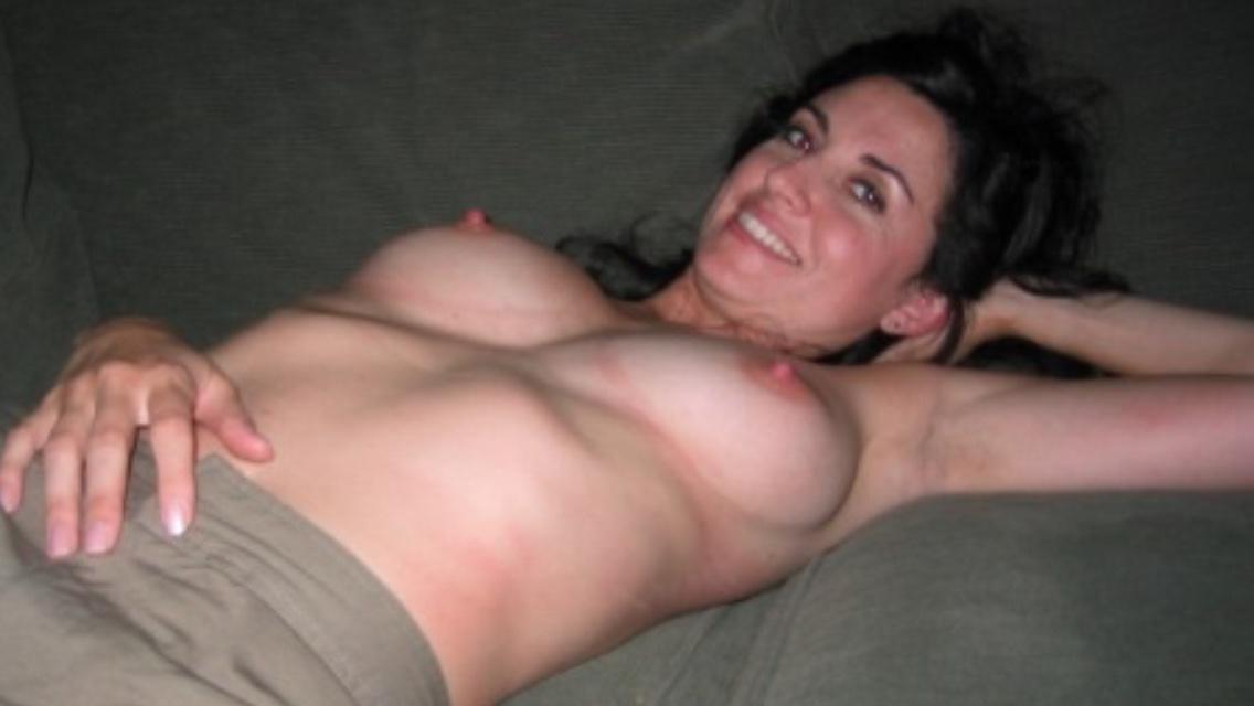 Одинокие мамы возбуждают большими грудями 8 фото