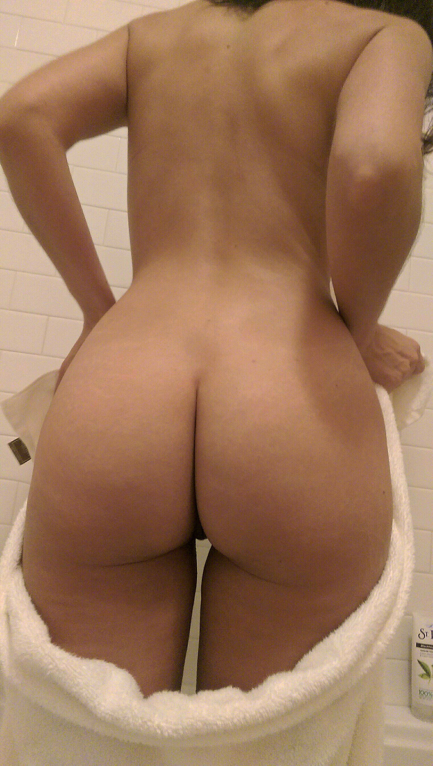 Любительский микс голых попок телочек от 18 лет 7 фото