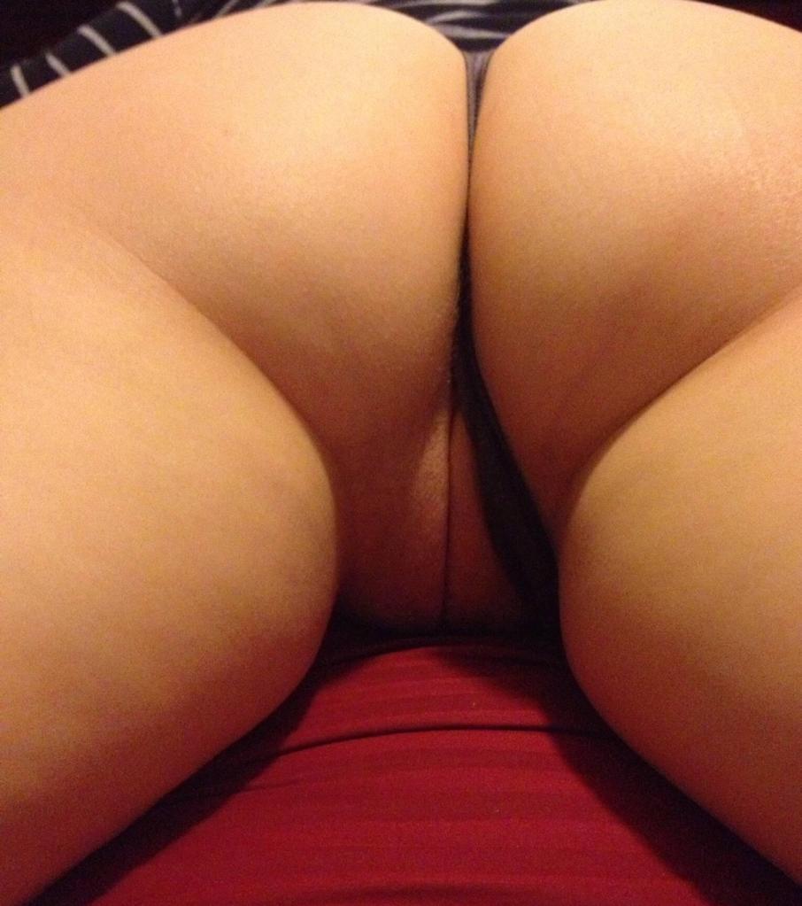 Любительский микс голых попок телочек от 18 лет 16 фото