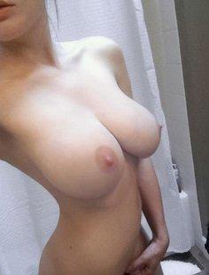 Подборка голых сисек совершеннолетних девушек