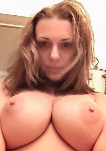 Подборка больших сисек молодых красавиц из соцсетей 3 фото