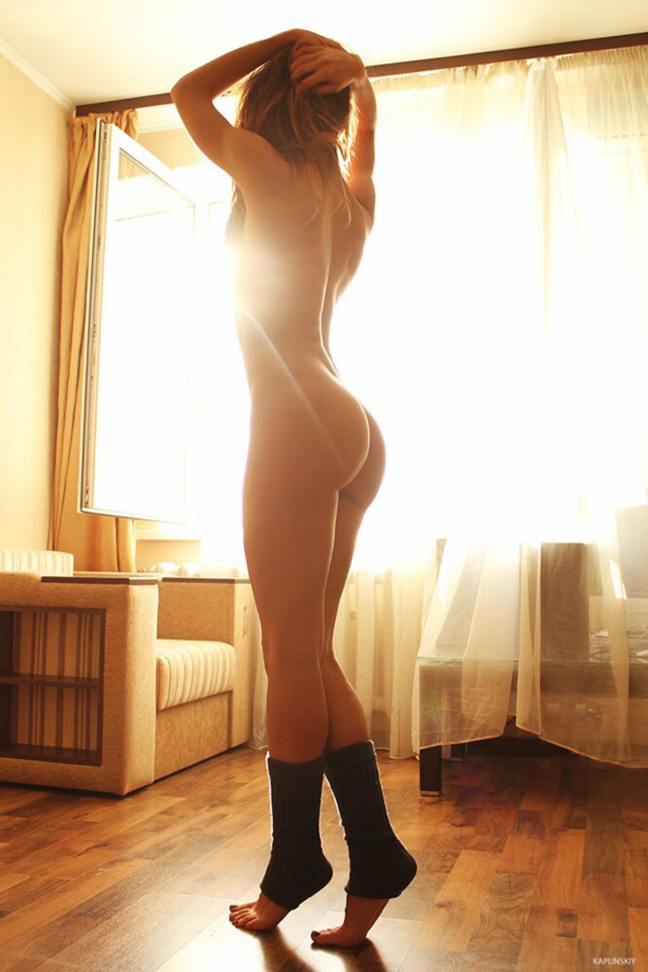 Сочные попки девушек старше 18 лет 8 фото