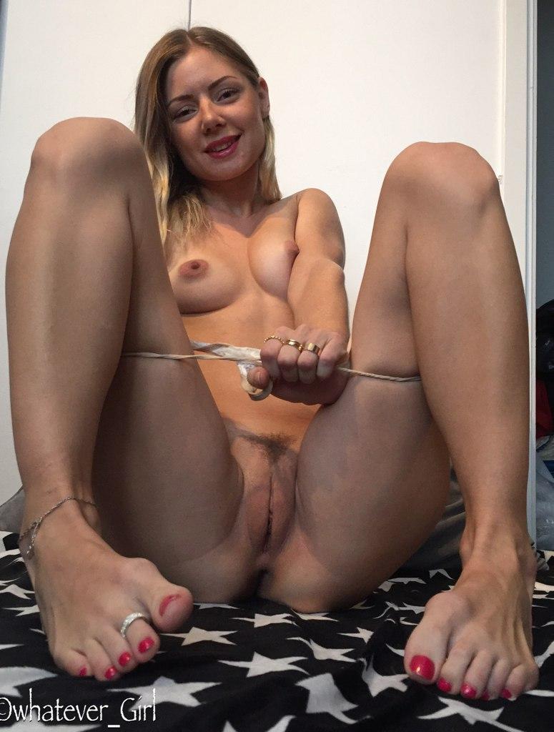 Спортивная жена дразнит голой вагиной и дает в анал 2 фото